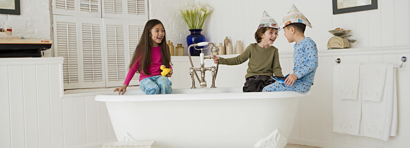 wie sie ihr bad putzen in nur 30 minuten zewa. Black Bedroom Furniture Sets. Home Design Ideas
