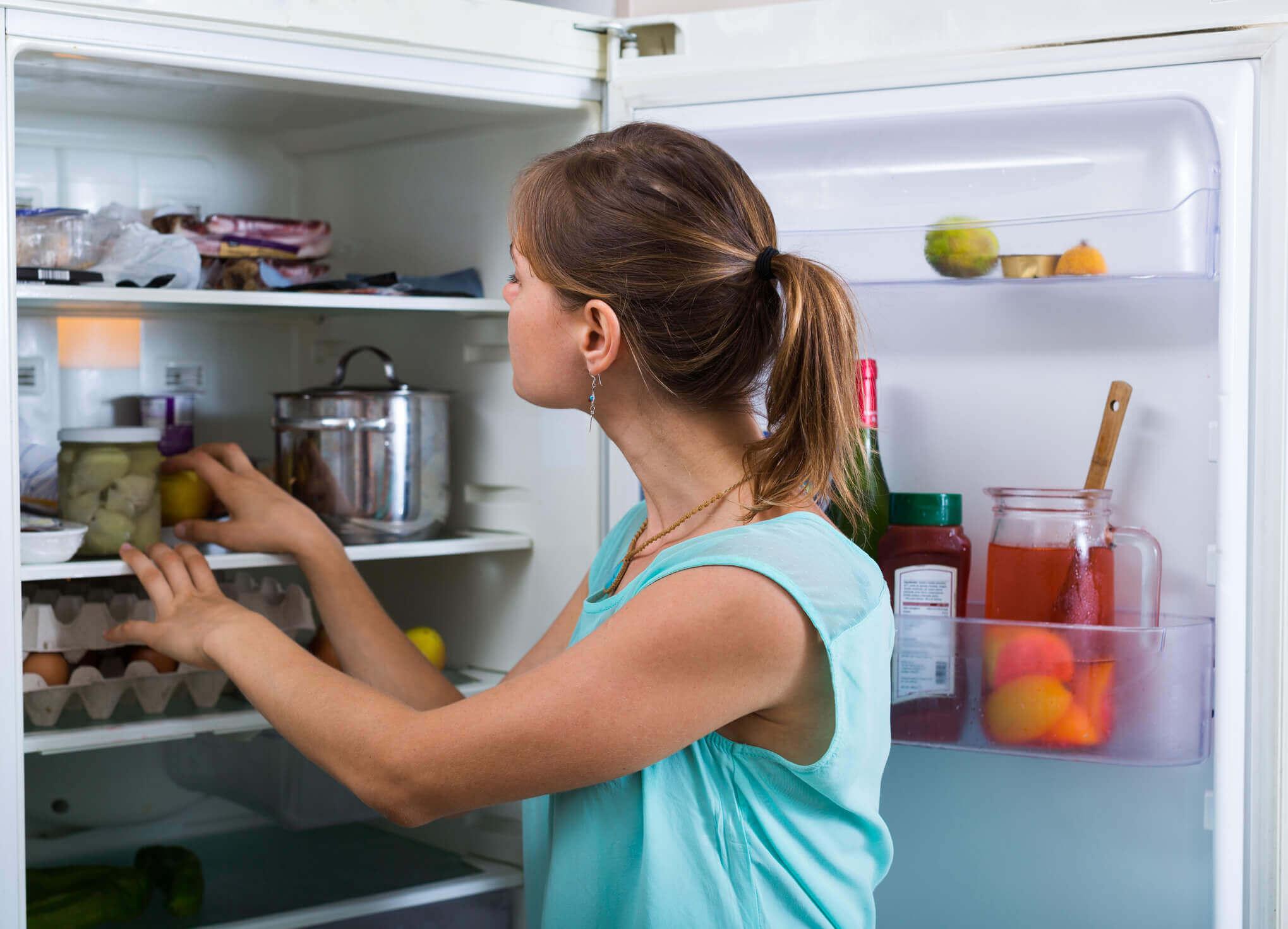 Kühlschrank Reinigen : Wie sie ihren kühlschrank reinigen u schnell und einfach zewa
